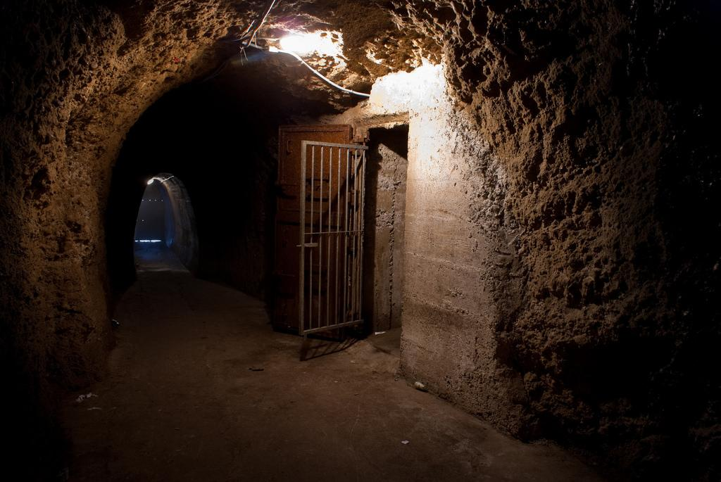 People From Around The World Share Stories Of Discovering Hidden Passages