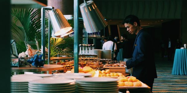 Hungry People From Around The World Share Their Buffet Horror Stories