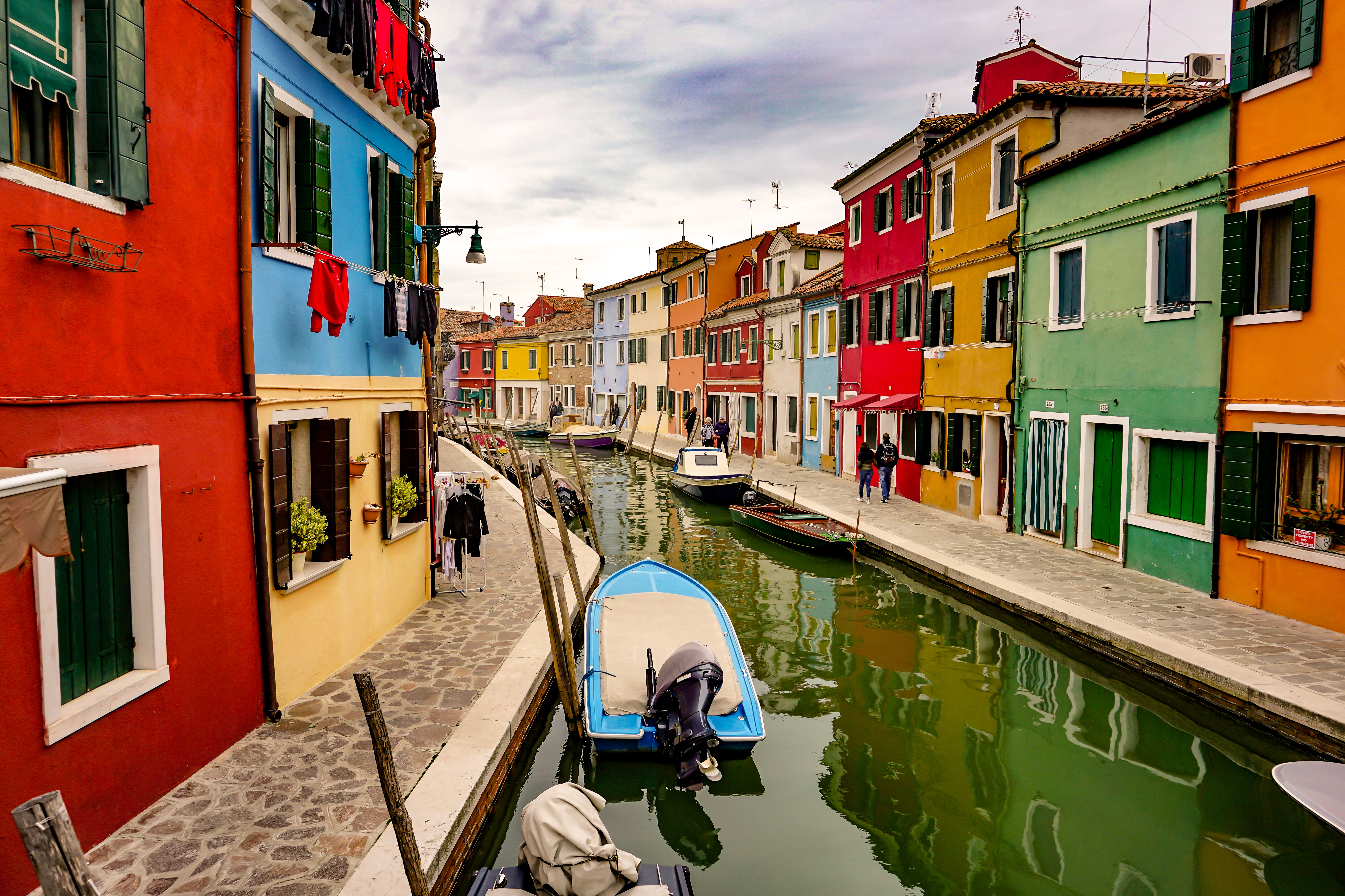 Crazy Stupid: Tourists Go Skinny Dipping In Venice Canals
